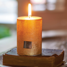Rustic candle gold 7 x 10