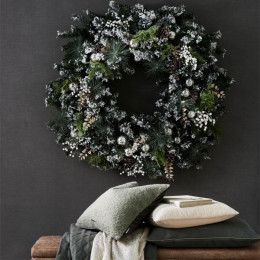 An amazing christmas wreath 100 cm