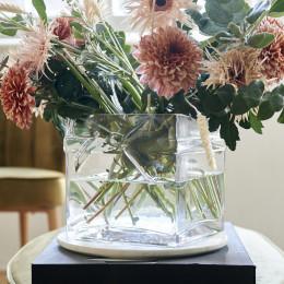Pretty bow vase