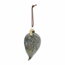 Pretty leaf ornament